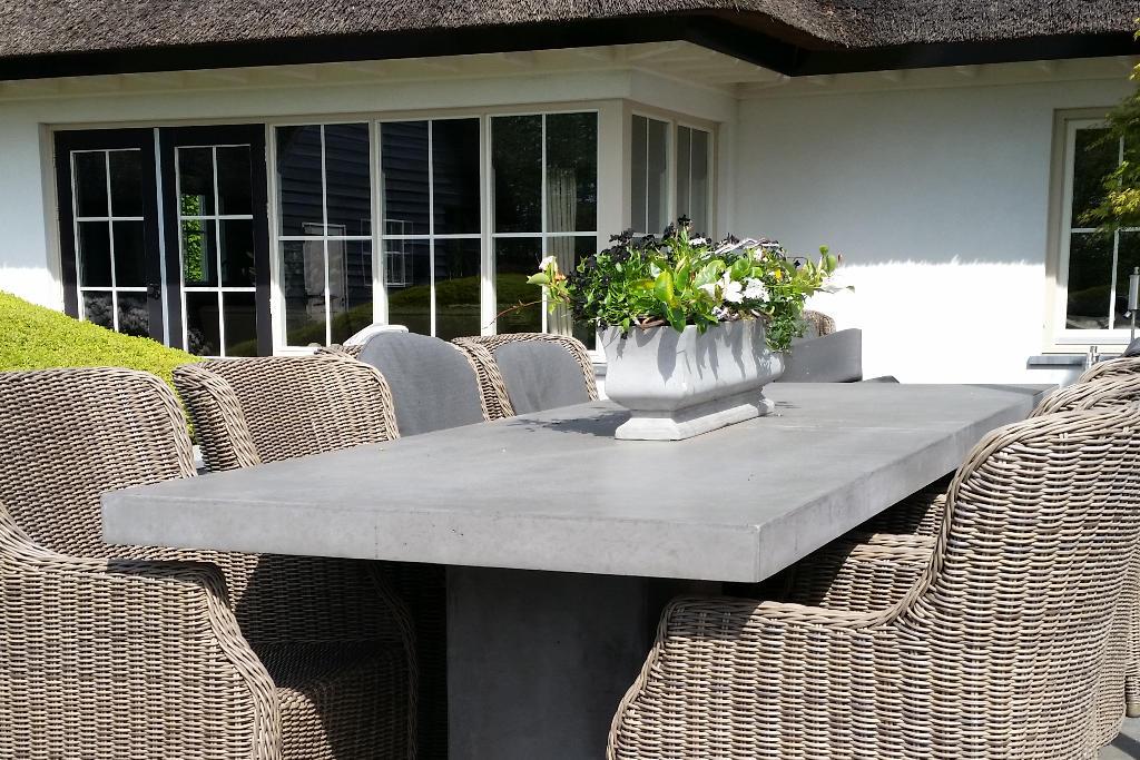 Beton Tafel Buiten : Betonnen tafels aquaflower